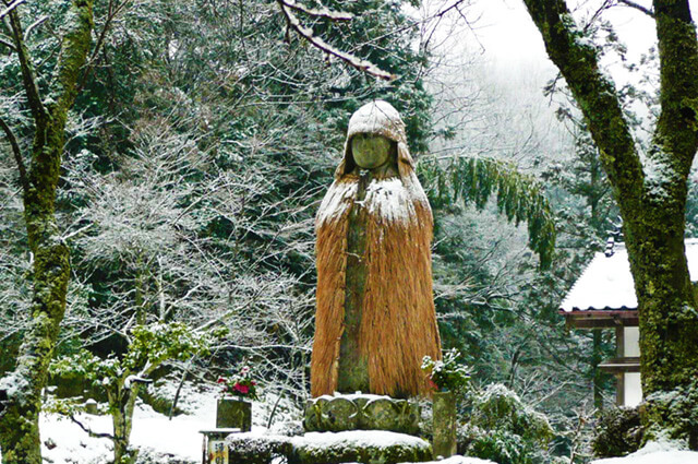 Heiji Jizo wearing a straw raincoat (Kyotango city, Kyoto)